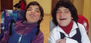 "Smiling Nicla and Raffaella (Photo: Magazine ""Telethon Notizie"", anno XXI, numero 1, febbraio 2017)"